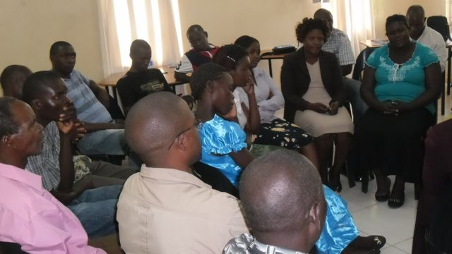 Participants in turn discussing what it's like to be male/female in the sugar industry using the DEPI bi-focal process